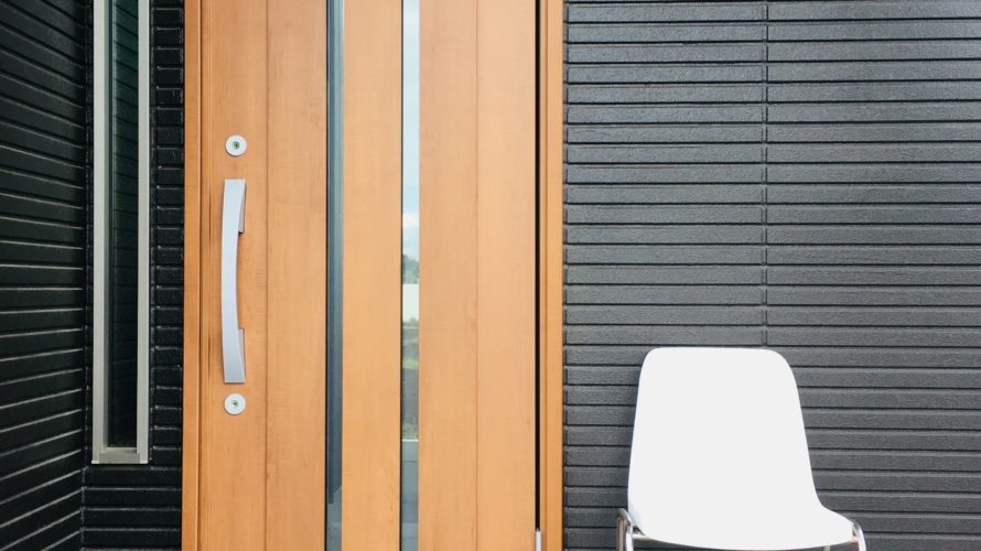 「玄関の明るさ大丈夫?実例あり」築3年で玄関ドアを交換した理由。